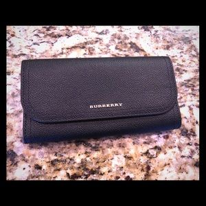 Burberry Authentic leather wallet NWT